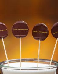 piruletas de chocolate para obsequiar a tus invitados