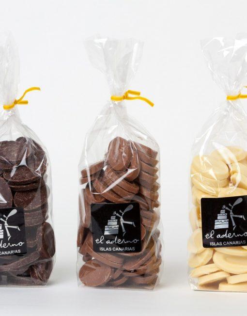 monedas de tres tipos de chocolate