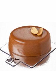 mousse de maní, caramelo y bizcocho de chocolate