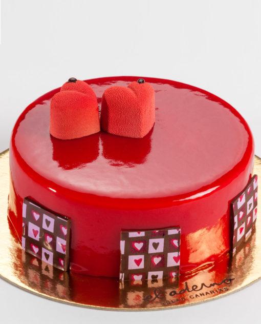tarta mousse para dos, de vainilla con interior de frambuesa y bizcocho