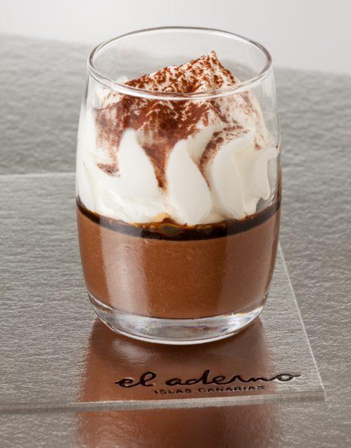 vaso de capuchino y chocolate