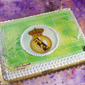 tarta infantil con oblea de escudo de Real Madrid