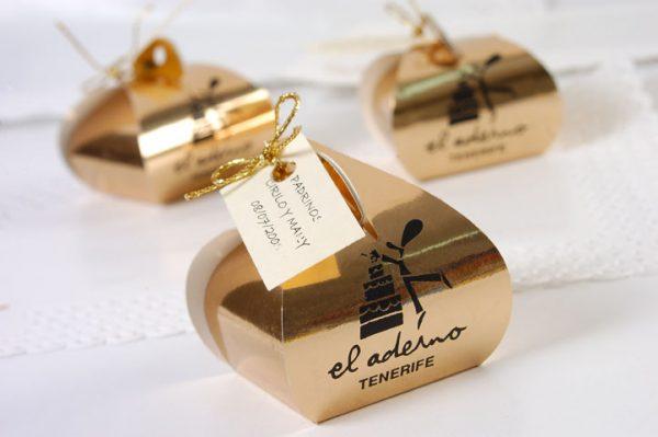caja dorada de bombones