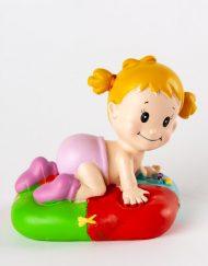 Figura niña cojín colores